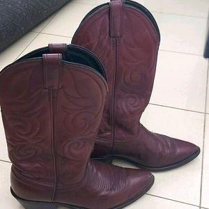 Laredo cowlgirl boots - size 8